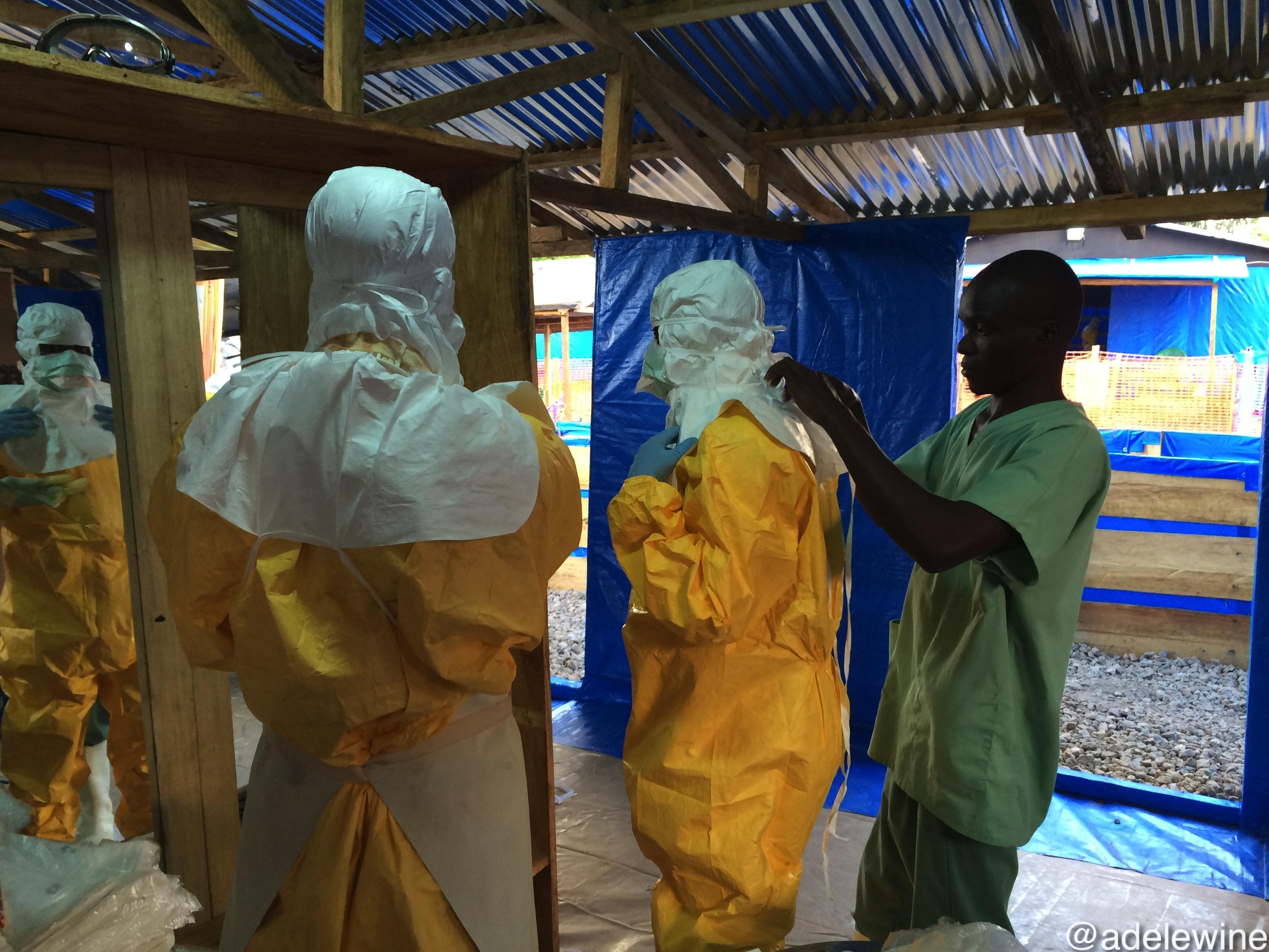 Séance d'habillage en PPE (Personal Protective Equipement)